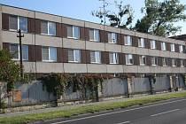 Bývalá vojenská ubytovna v areálu kasáren Jaslo