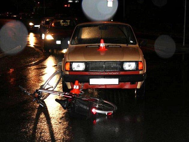 Muž za volantem Škody 120 srazil cyklistku na přerovském kruhovém objezdu před šestou hodinou ráno.