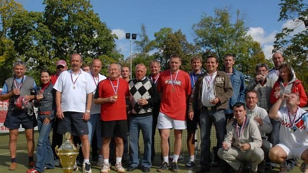 Na již 9. ročníku Tondach Cupu se představilo 38 tenisových týmů.