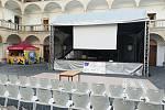 Letní kino v zámku Hustopeče nad Bečvou.
