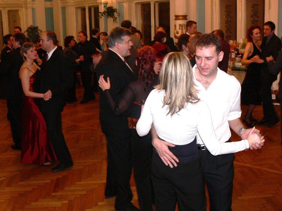 Zrcadlový sál od osmé hodiny večer patřil v pátek 20. února tradičnímu plesu Základní školy v Drahotuších.