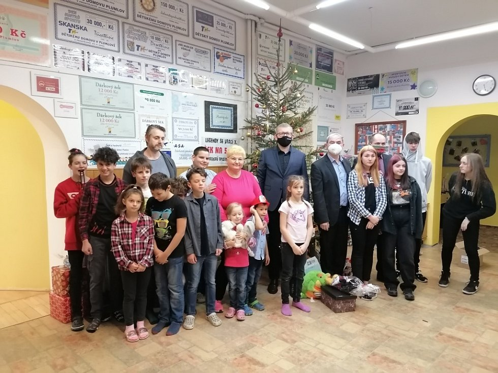 Spolek žen Rouské už podvacáté rozdával dárky v Dětském domově v Lipníku nad Bečvou a na Plumlově.