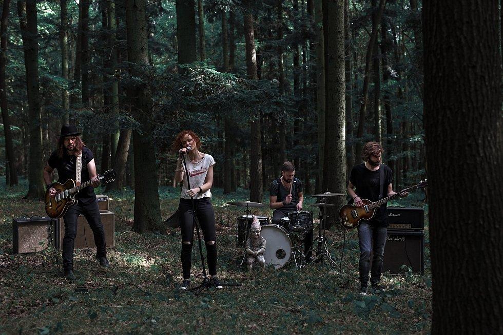 Hranicko-pražská kapela November 2nd natočila titulní skladbu k filmu Minuta věčnosti.