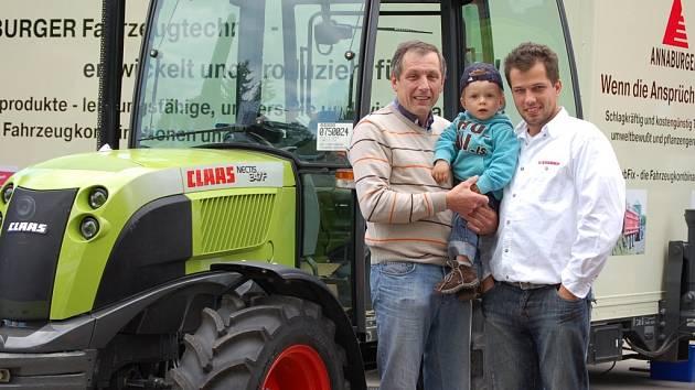 Na snímku je Josef Němec se svým stejnojmenným synem a vnukem.
