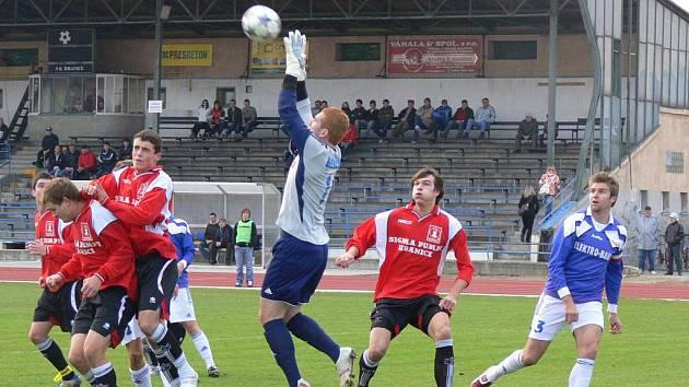 SK Hranice (v červeném)