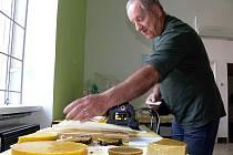 Muzeum včelařství  nabízí celou řadu zajímavých exponátů, ukázku výroby svíček a ochutnávku včelích produktů.