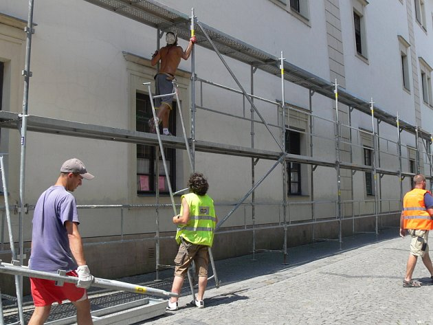 Opravy zámku budou trvat přibližně dva týdny.