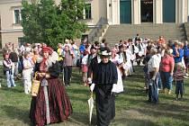 Do minulosti zavedli návštěvníky tanečníci z Kosíře a herci z Historie.