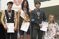 Pavel Gadas (třetí zleva) při vyhlašování