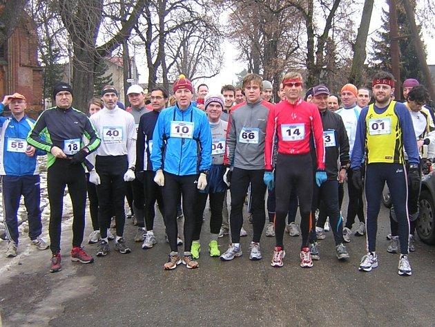 Jindřich Tomášek startující s číslem 04 vyhrál Hanácký běžecký pohár v kategorii mužů nad 6O let.