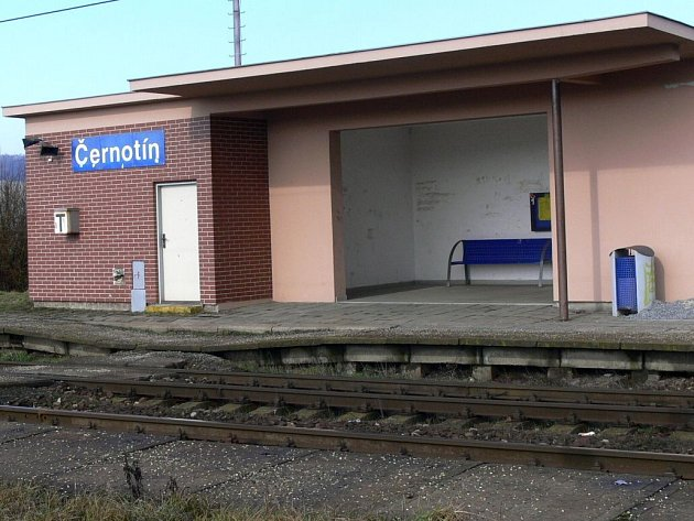 Vlaková zastávka v Černotíně