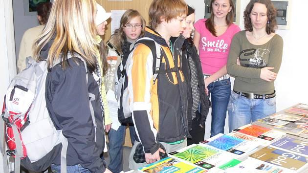 Zájemci o studium na Gymnáziu v Hranicích si mohli prohlédnout celou školu.