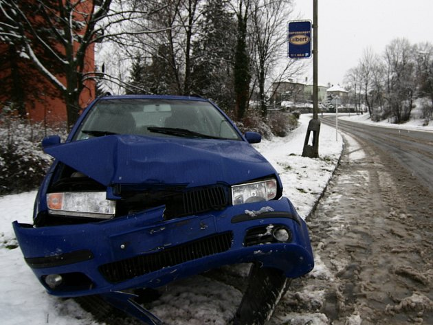 Zdemolované auto.