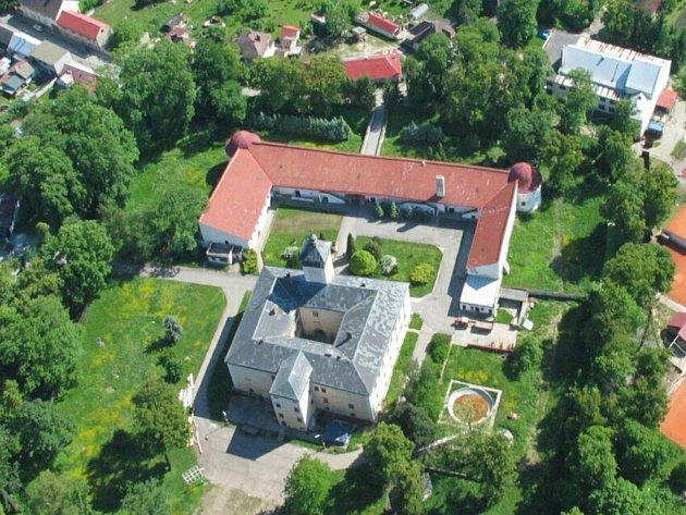 Dřevohostický zámek.