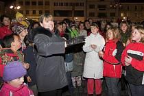 Slavnostním rozsvícením stromu na Masarykově náměstí se letos koná za doprovodu dětského pěveckého sboru 4. prosince v 17.30 hodin.