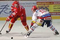 Martin Piecha (vlevo s číslem 10).