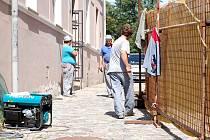 Přístup od Žerotínova na Horní náměstí v Přerově zkomplikovala stavba nové budovy depozitáře, ve kterém mají být uloženy sbírkové předměty Muzea Komenského.