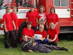 Družstvo žen z Veselíčka je velkou oporou místního sboru.