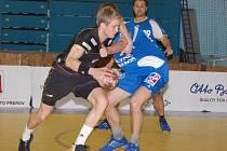 Přerov (v černém) v posledním domácím utkání porazil Třeboň 34:27.