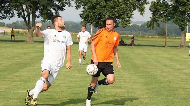 Všechovice (v bílém) proti FK Šternberk