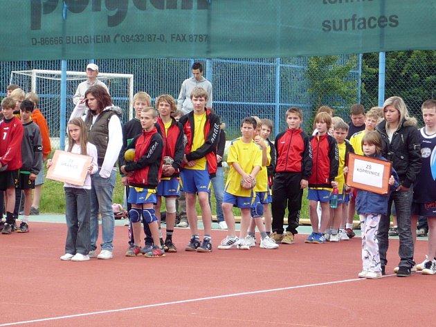 Školáci ze ZŠ 1. máje v Hranicích postoupili do celostátního finále v házené mladších žáků.