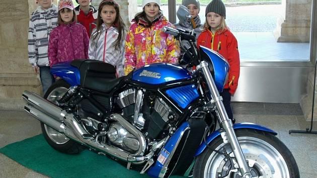 Na Evropské jazzové dny v Hranicích tradičně upozorňuje vystavený Harley Davidson