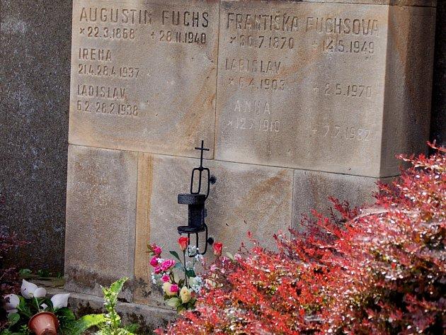 Také rodinná hrobka Fuchsových ve Všechovicích byla vyhlášena památkou.