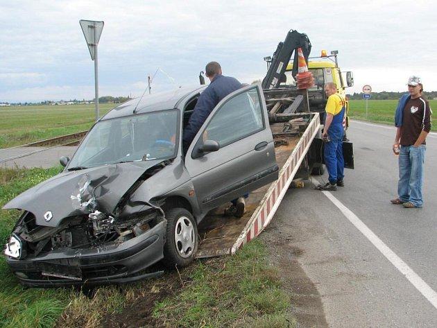 V neděli se na křižovatce Kostelecké a Tiché ulice střetla dvě auta.  Důvod? Nedání přednosti.