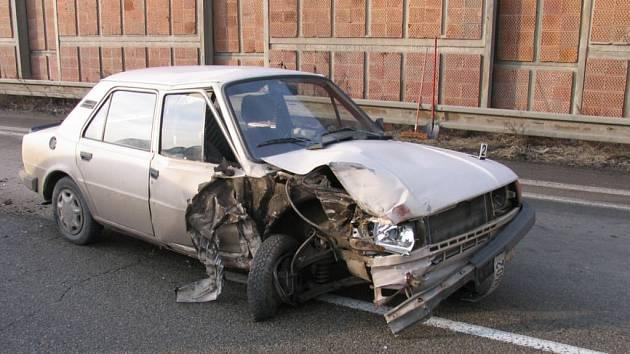 Jízda alkoholem posilněného mladíka skončila na dálnici u Prostějova, kde se v protisměru srazil s nákladním autem. I když vyvázl bez zranění, mohl zabít nejen sebe.