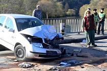 Srážka fabie s dodávkou na mostě přes Bečvu u Hranic