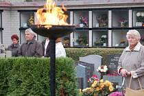 Nejen na tovačovském hřbitově se o víkendu scházeli lidé, aby uctili Památku zesnulých.