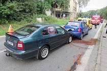 Nepozornost řidiče zavinila řetězovou nehodu čtyř aut.