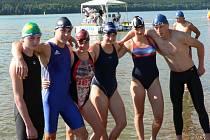 Plavci Pozemstavu sbírali úspěchy v dálkových závodech: zprava Bonczek, Vysloužil, Pešková, Mráčková, Adámková a Slezák.