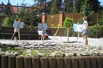 Studenti Střední pedagogické školy a Střední zdravotnické školy svaté Anežky České v Odrách se spolu s hranickou firmou Ekoltes podíleli na rekonstrukci zahrady.