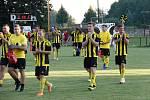 Fotbalisté Nových Sadů (ve žluto-černém) porazili Hranice 3:2.