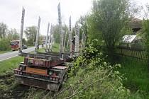 Havárie kamionu na silnici I/47 v Bělotíně.