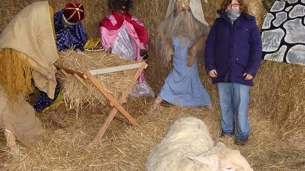 S velkým zájmem dětí se setkal živý betlém v areálu Střední zemědělské školy