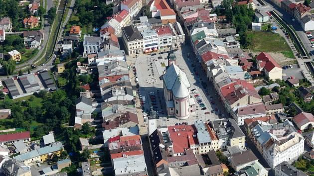 Za zklidnění dopravy, které v centru města nastalo díky regeneraci této lokality, dostaly Hranice první cenu v soutěži Cesty městy a částku sto tisíc korun.