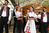 Tradiční festival dechových hudeb se uskuteční v areálu zámecké zahrady v Dřevohosticích