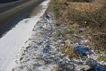 Po skácení stromů dostane silnice nový povrch.