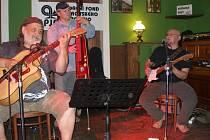 Bluesovou hudbu si do Přerova přijelo zahrát trio muzikantů z Ostravy.
