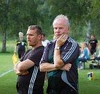 Fotbalisté Ústí (v bílém) v přípravném utkání proti FK Kozlovice. Roman Matějka (vlevo) a Milan Nekuda.
