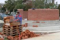 Stavba majáku na prostranství poblíž řeky Bečvy v Přerově je nyní v plném proudu.