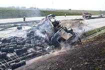 Nehoda a požár kamionu na D1 u Bělotína