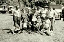 Mladí hasiči ze Všechovic v roce 1982.