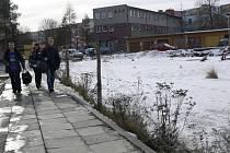 Staveniště na Jaselské ulici v Hranicích už několik let hyzdí okolí