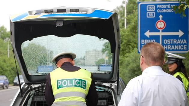 Preventivní akce zaměřená na řidiče, kteří telefonují za jízdy, potrvá celý měsíc.