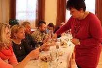 V Horních Těšicích bylo v sobotu 28. února veselo – dobrovolní hasiči připravili ochutnávku domácí slivovice, jejich manželky napekly koláče.