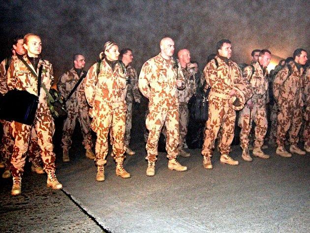 Tým českých vojáků odletěl na misi do Afghanistánu.