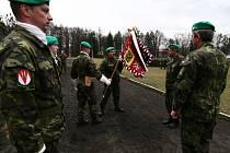 Při slavnostním ceremoniálu předal svou funkci původní velitel plukovník Štefan Kaleta plukovníku Ivo Střechovi.